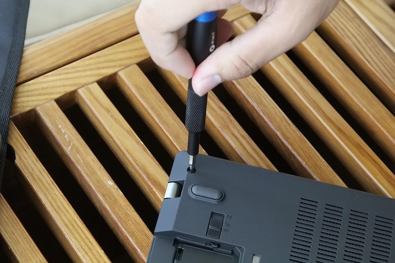 Lenovo Thinkpad T470 Disassembly (SSD, HDD, RAM Upgrade