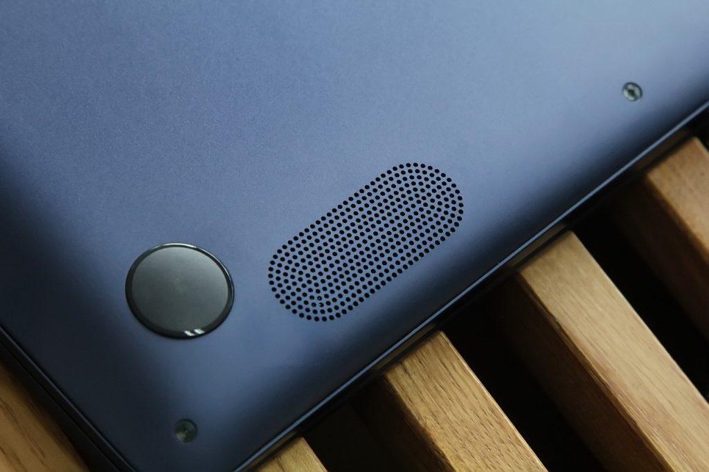 ASUS ZenBook UX430UQ speaker