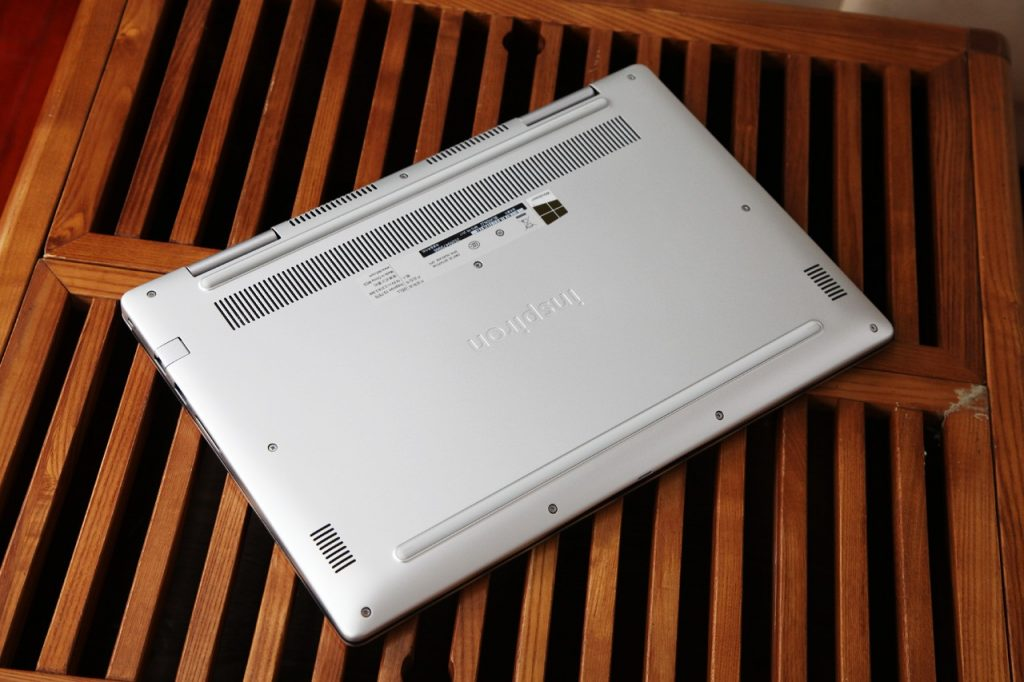 Dell Inspiron 15 7570 back fuselage
