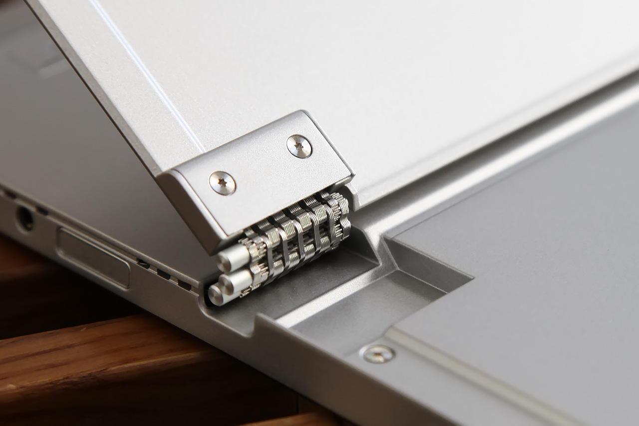 Lenovo Miix 520 detach hinge 1