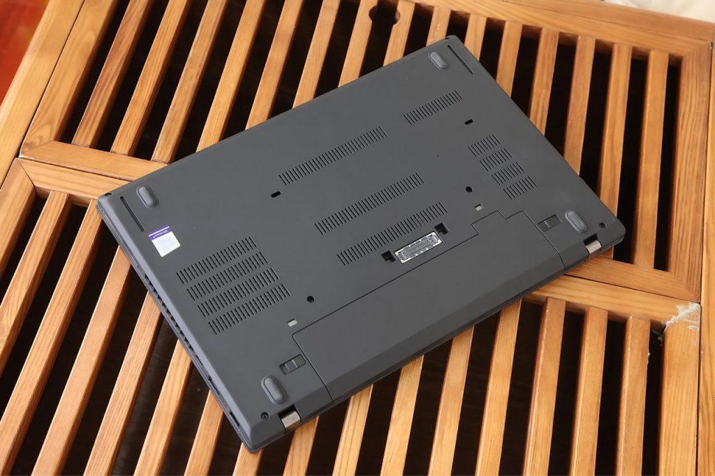 Lenovo ThinkPad A475 bottom