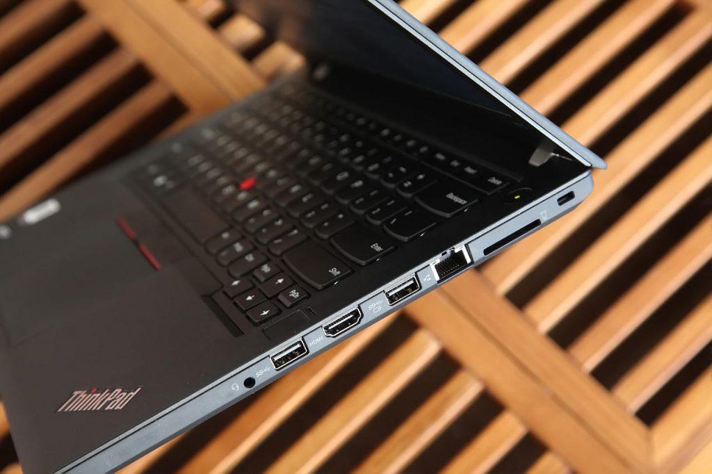 Lenovo ThinkPad A475 left port
