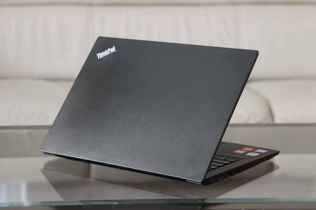 ThinkPad E480 back