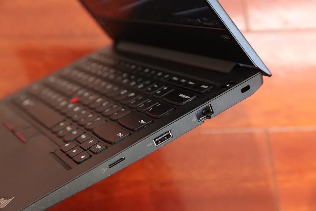 ThinkPad E480 right port