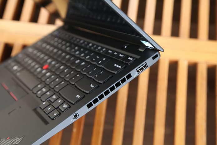Lenovo ThinkPad X1 Carbon 2018 right ports